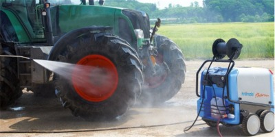 Power-Washing-Tractor